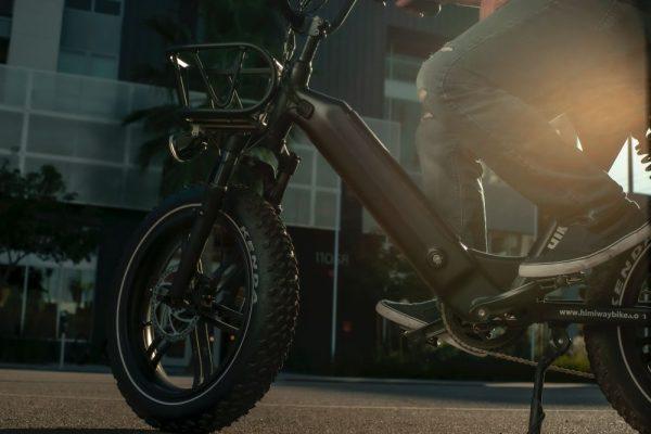 polnjenje baterije električnega kolesa